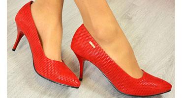 Красные туфли на высоком каблуке - всегда в моде. Проверьте, для чего лучше их носить